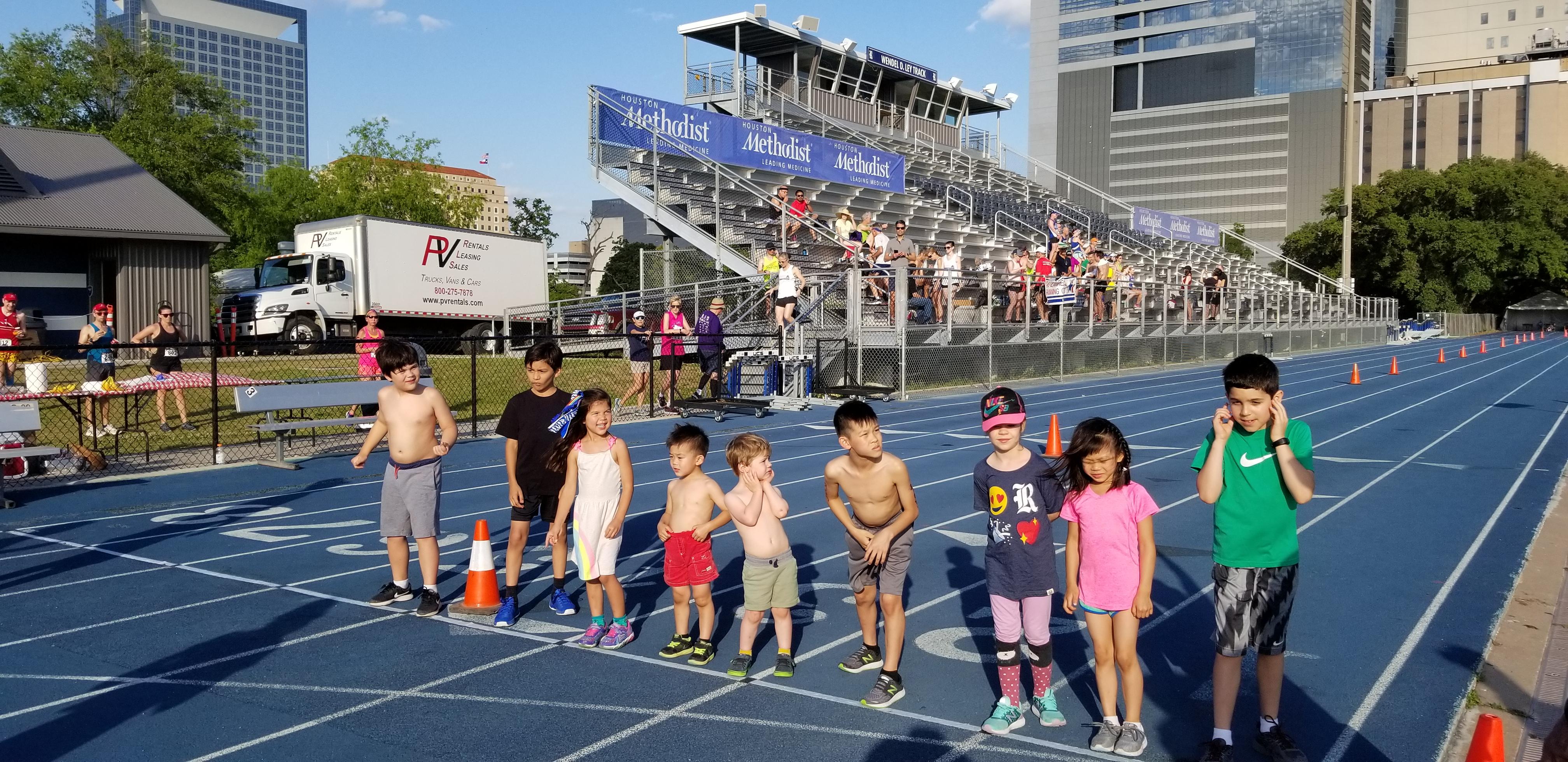 LP Run 2019 Kids Race at Start Line